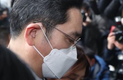 Samsung heir Lee, prosecutors won't appeal ruling in bribery case
