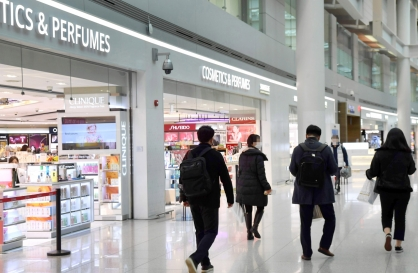 Number of duty free store shoppers plunge to a record low in January