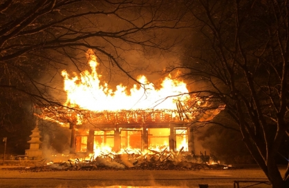 Fire engulfs old Buddhist temple in southwestern region