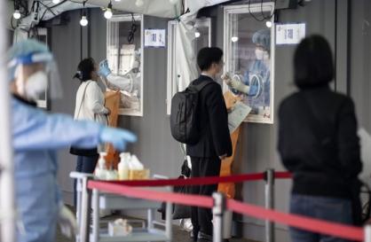New virus cases below 700, stronger wave of pandemic looms