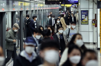 COVID-19 vaccines are coming, government tells pandemic-weary Koreans