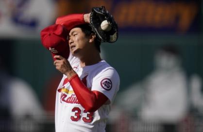 Kim Kwang-hyun shrugs off bizarre inning, puts team first in no-decision