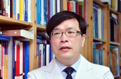 [Herald Interview] 'Safety is taking a backseat in Korea's vaccine rollout'