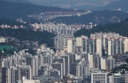 [News Focus] 'Unique' apartment policy incurs new social conflicts