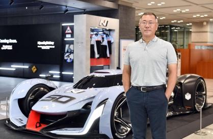 Hyundai Motor chief underlines self-driving, robotics R&D during US trip
