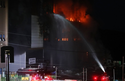 Fire at Coupang warehouse rages for over a day, 1 firefighter trapped