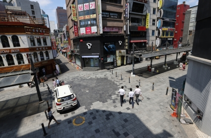 Korea keeps wider Seoul under tight social distancing for another two weeks
