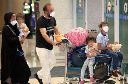 Afghan evacuees arrive in Seoul