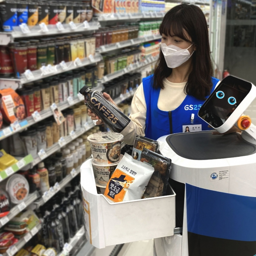 LG Electronics brings robot to convenience stores