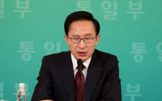 Lee says door for inter-Korean dialogue still open
