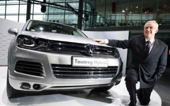 VW extends CEO's contract until 2016