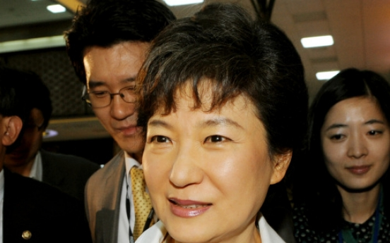 Park keeps lead in opinion polls of presidential hopefuls