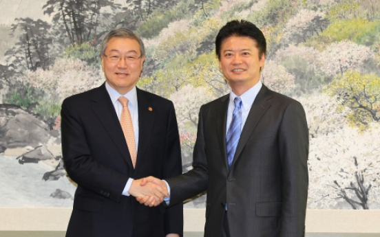 Seoul, Tokyo ministers talk on cooperation