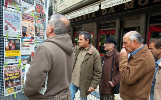 Pressure on Portugal rises amid debt fears