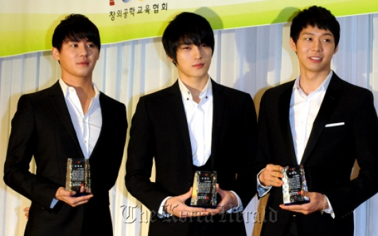 JYJ keeping their heads held high?