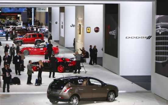 U.S. automakers draw big crowds