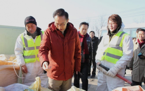 Lee inspects quarantine activities against animal disease