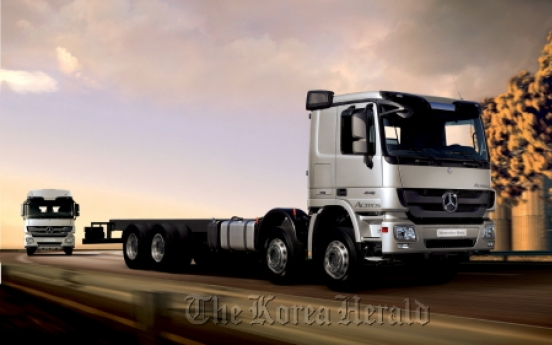 Daimler launches new cargo truck