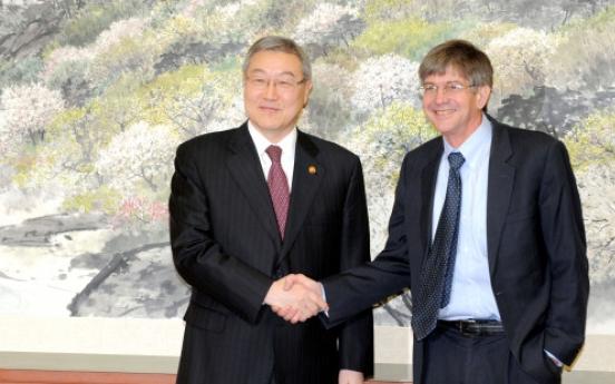 U.S. envoy warns N.K. against nuclear program