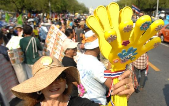 'Yellow Shirts' return to Thai street politics