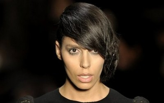 Transsexual model Lea T. stirs Brazil fashion show