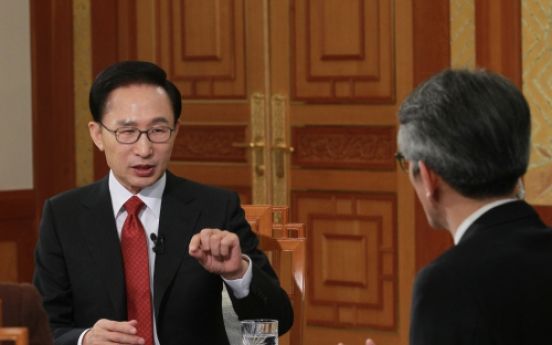 Lee says inter-Korean summit still possible