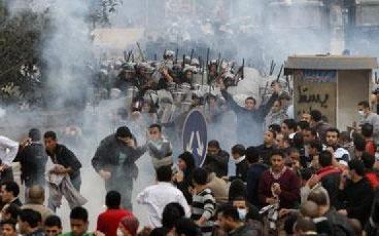 Bloody clashes rock Cairo as regime stands firm