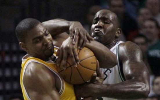 Kobe rallies Lakers past Allen, Celtics 92-86