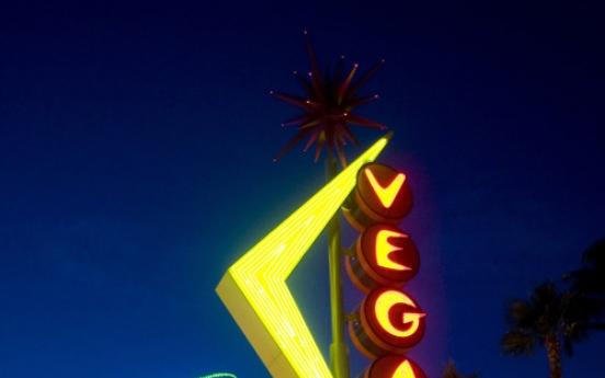 Neon makes a comeback in Las Vegas