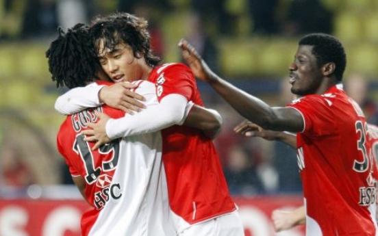 Park scores as Monaco sink Lorient