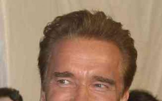 Schwarzenegger signals return to acting
