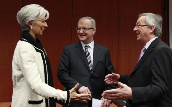 EU ministers agree on larger bailout fund