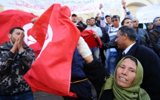 Tunisians vote with their feet and flee