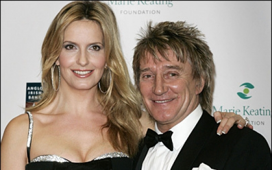 Rod Stewart becomes father for 8th time