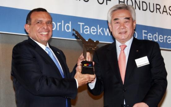Honduras president shows passion for taekwondo