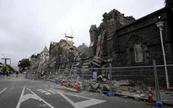 Quake in New Zealand kills at least 65