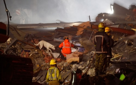 Four Koreans rescued from quake-damaged hotel in New Zealand
