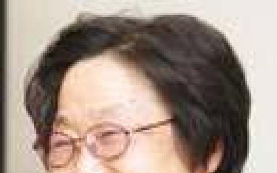 Hwang donates W6b to Seoul Women's Univ.