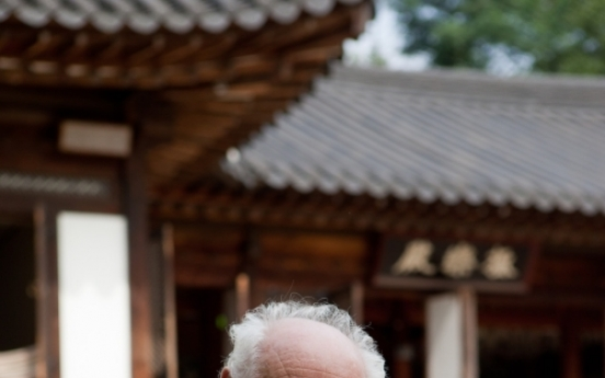 Holocaust survivor and author dies