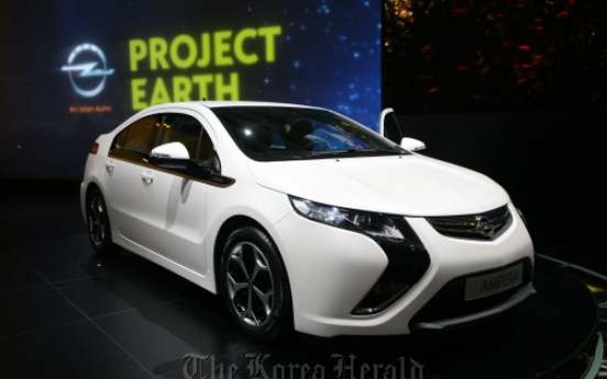 Carmakers count on green tech to offset costly fuel