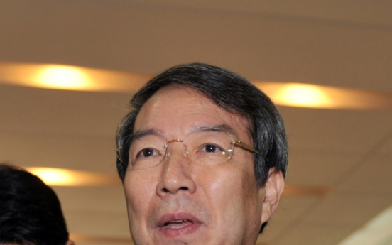 Chung confronts top officials over policy