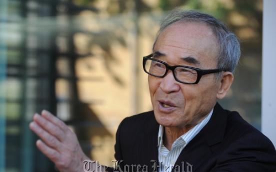 Poet Ko receives honorary doctoral degree