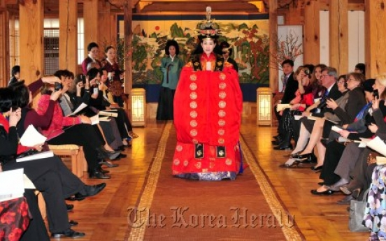 Museum launches culture program for spouses of foreign envoys, CEOs
