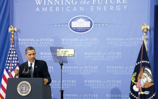 Obama sets ambitious goal to cut oil imports