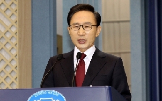 Lee apologizes for canceled airport plan