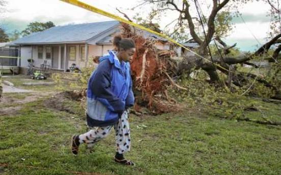 High winds, rain hit U.S. South, at least 8 killed