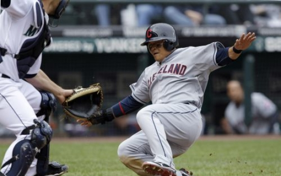 Indians win 7th straight, off to best start since 2002