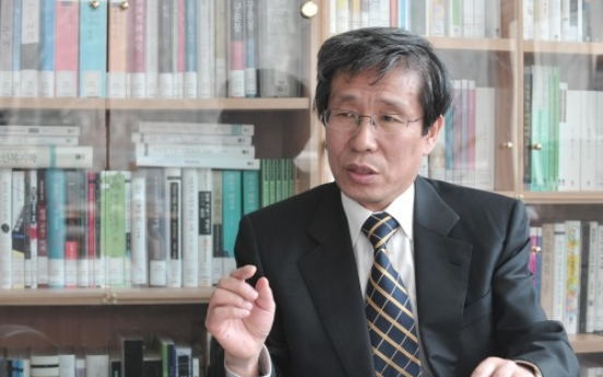 [Herald Interview] 'Korean writers should overcome nationalism'