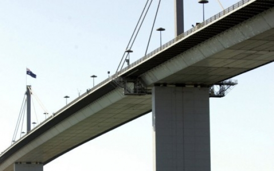 Australian jailed for throwing daughter off bridge