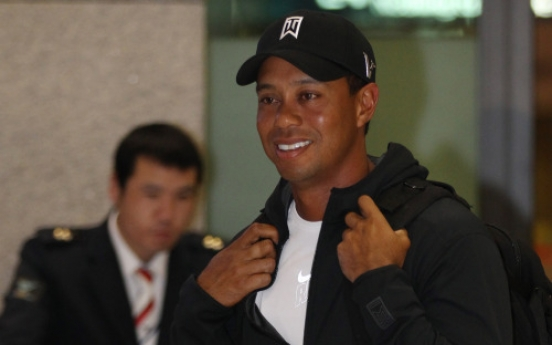 Tiger Woods returns to Korea for golf clinic